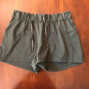Lululemon On the fly shorts 2.5